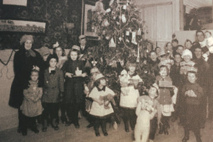Children standing in front of Christmas tree