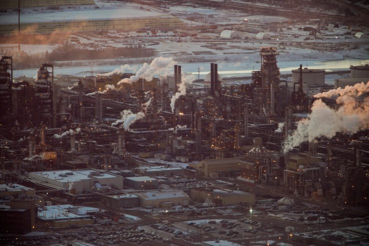 Image of a large refinery