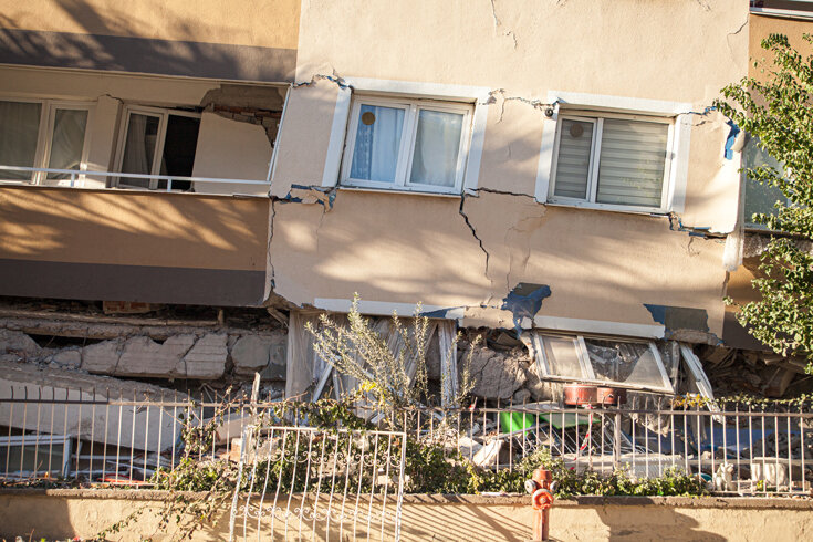 Photo of damaged building after an earthquake in Turkey