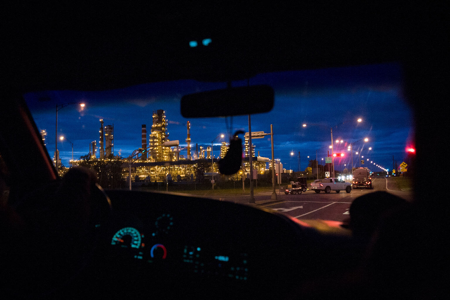 The Jean-Gaulin refinery in Lévis, Quebec, is not equipped to treat Alberta bitumen but could be fed with light crude such as those from the Bakken shale in North Dakota.