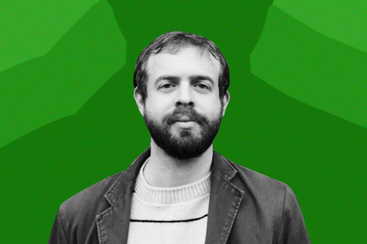 A photo of poet Scheier on a green background.
