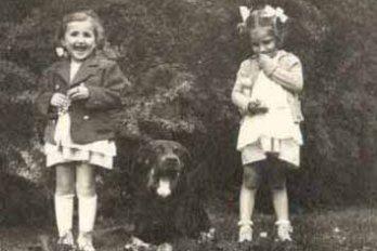 Photograph of Marika and Évike Weinberger/Courtney of Elaine Kalman Naves