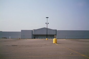 Walmart building without the labeling